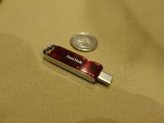 用上USB-C接口!闪迪CES 2018展示全球最小的1TB U盘